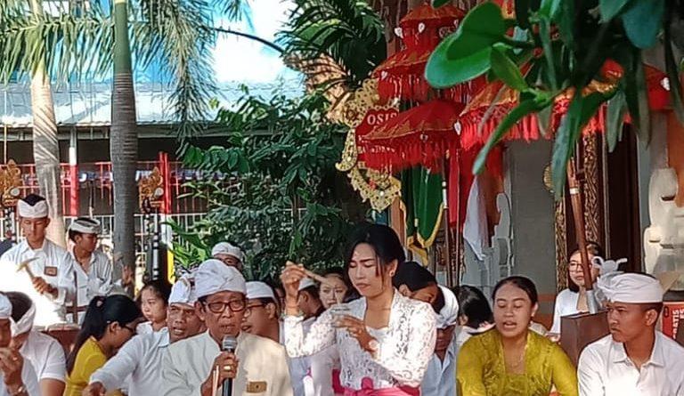SMK Bali Dewata dan SMK Kesehatan Bali Dewata Laksakan Upacara Hari Saraswati Sebagai Turunya Ilmu Pengetahuan