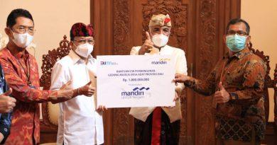 PT Bank Mandiri Serahkan CSR Ke Gubernur Bali untuk Dukung Desa Adat Bali